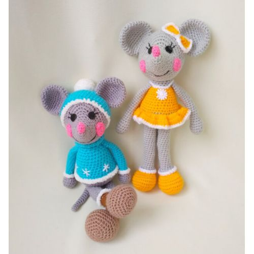 Knitted toys Cheerful Mice